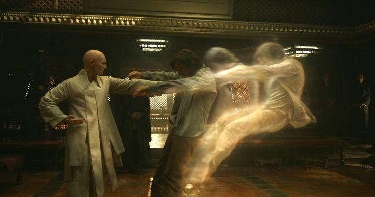 Nie odnosicie przypadkiem wrażenia, żepromocja filmów Marvela zaczyna trochę przypominać wieści onowych produkcjach Woody'ego Allena? Każdy kolejny film ma być najlepszy zewszystkich… ZDoktorem Strange wcale nie było inaczej, awramach bonusu przypięto mu jeszcze łatkę czegoś rewolucyjnego, czegoś, czego jeszcze wMarvelu nie widzieliśmy… Owszem, może isceny napograniczu Incepcji iHarry'ego Pottera wcześniej się nie zdarzały, alejeśli postawić …