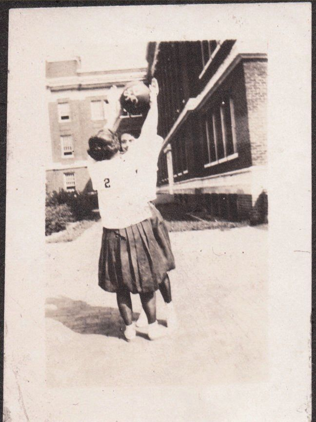 OLD 1922 MILLER PLACE NEW YORK B.S.H.S. BAY SHORE HIGH SCHOOL BASKETBALL PHOTO