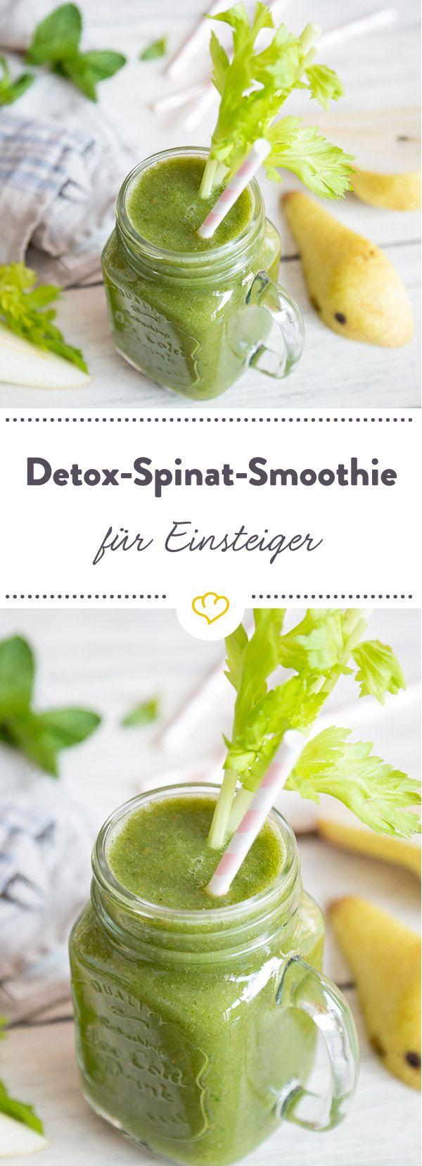 Wie lecker Detox sein kann, beweist dieser grüne Smoothie mit Spinat, Sellerie, Gurke und Birne, Zitrone, Honig. Perfekt für süße Smoothiemäuler.