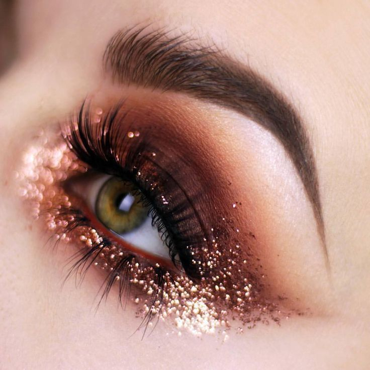 Copper eye makeup look with glitter! #warm colors #eye looks #GlitterFashion
