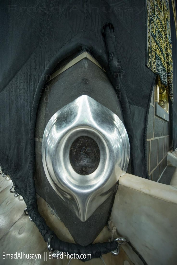 Hajre Aswad close-up - best photo I have come across yet.