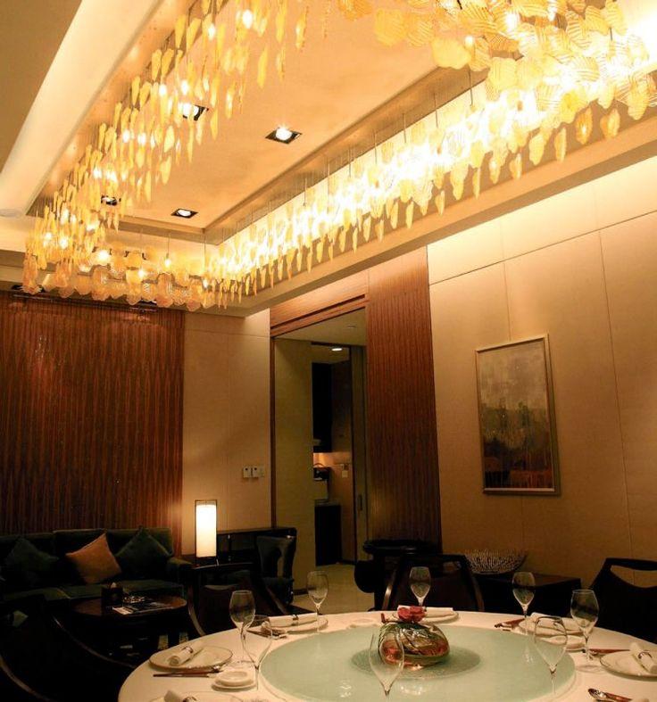 Люстра для большой гостиной http://www.lustra-market.ru/blog/lyustra-dlya-bolshoj-gostinoj/  Ваша люстра освещает праздничный стол, оставляя в углах гостиной тени? А наша большая прямоугольная люстра освещает каждый уголок гостиной, вовлекая в торжество даже тех, кто скромно отсиживается в уголке!