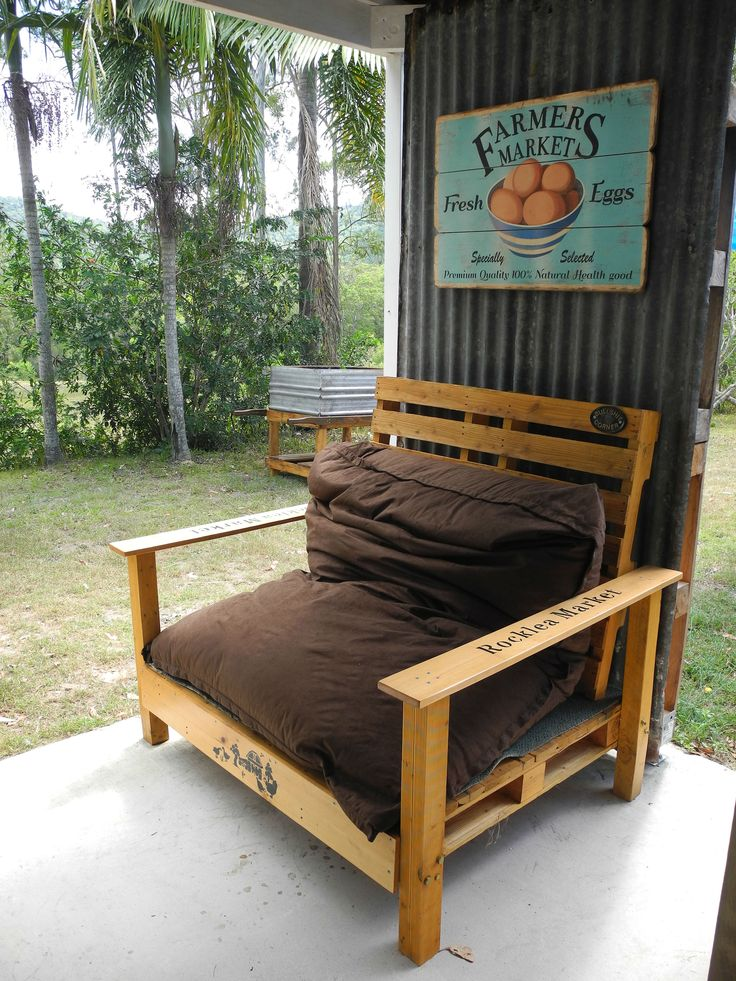 Squatters chair made out of 2 pallets and recycled timber.