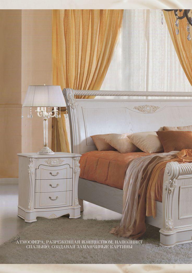 Деревянная белая кровать в стиле Рококо