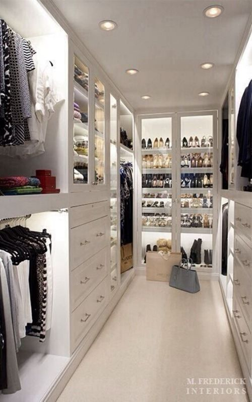 Why can't every house come with a beautiful closet like this! WHY?!