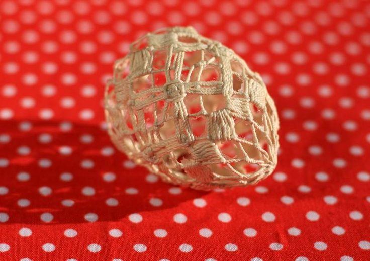 Filet lace eggs