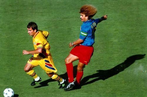Gica Hagi vs. Carlos Valderrama. Romania - Colombia, WC 1994.