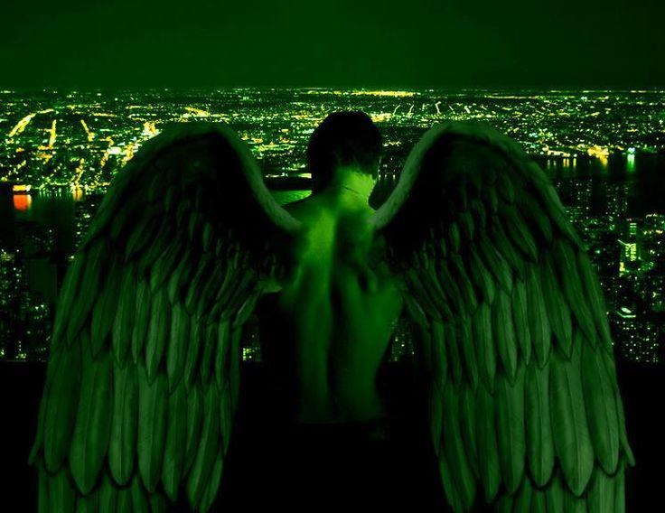 Arcangelo Raffaele guarisce dalle malattie con la sua energia verde smeraldo