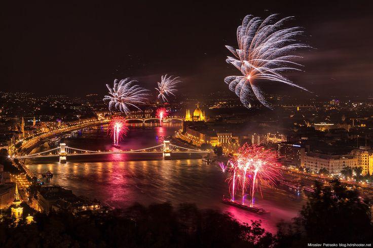 21 Explosive Images of Fireworks Displays