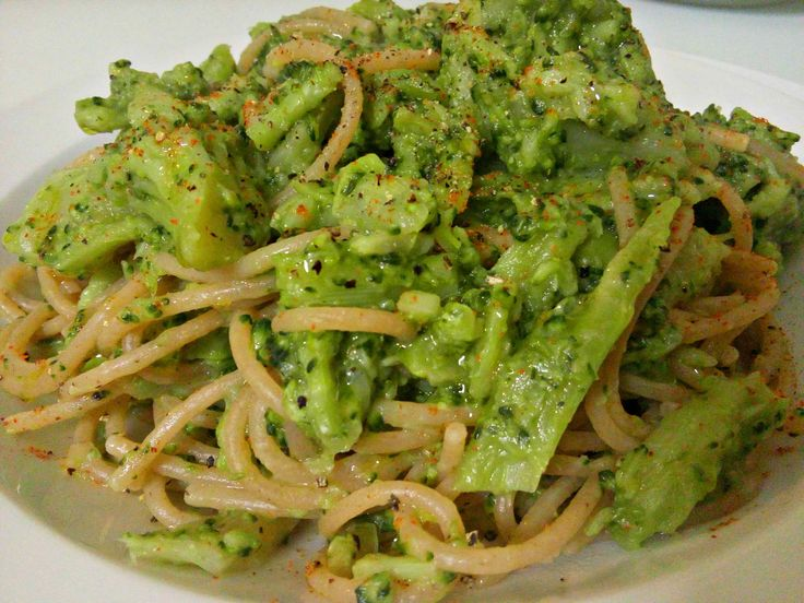 Pasta integrale piccante con i broccoli