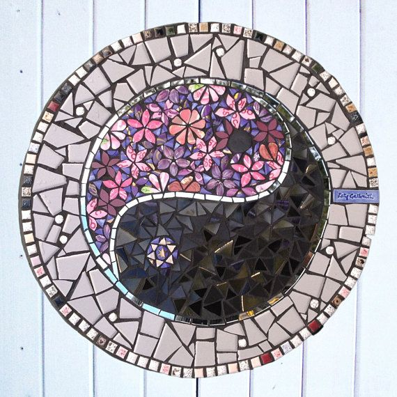 Mosaique De Tremplin Avec Le Symbole Ying Yang Mosaique Etsy Japanese Garden Design Garden Tiles Arts And Crafts