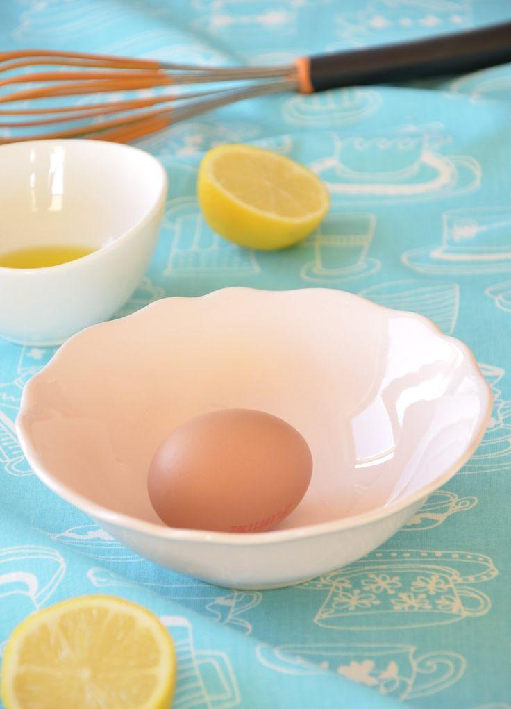 Mycie włosów żółtkiem jaja dla wielu z Was z pewnością brzmi dość dziwacznie. Zastanawiacie się pewnie po co to robić, skoro w każdej droger...