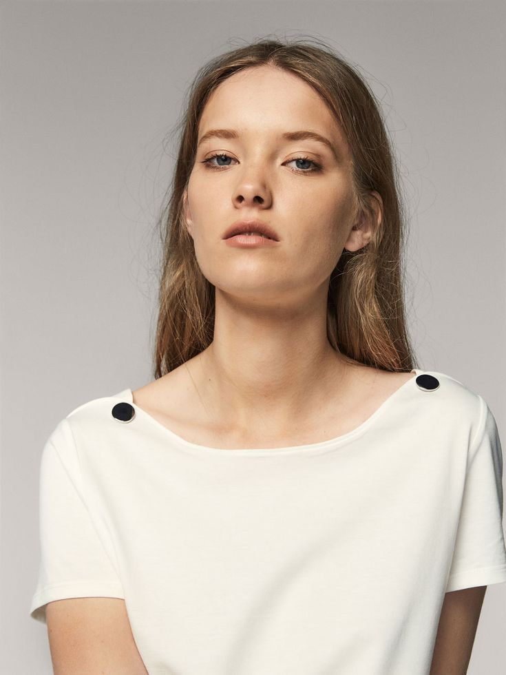 Women´s T-shirts at Massimo Dutti online. Enter now and view our spring summer 2017 T-shirts collection. Effortless elegance!