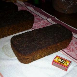 Saaristolaisleipä.  1 litra piimää,  11 dl jauhoja,  2 pussia kuivahiivaa,  3 dl kaljamallas,  3 dl leseitä/kaurahiutaleita,  2,5 dl tummaa siirappia,  1 rkl suolaa  lämmitä piimä reilusti kädenlämpöseks. sekoita puoleen jauhoista kuivahiiva sekoita jauho-hiiva-seos piimään sekota joukkoon muut aineet lopuks loput jauhoista   jaa taikina 3-4 voideltuun leipävuokaan kohota 1,5 tuntia paista 150 asteessa 1 h 45 min