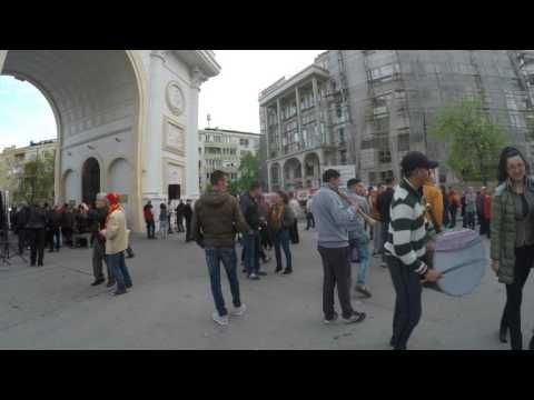 Как сделать шумно во Скопье?