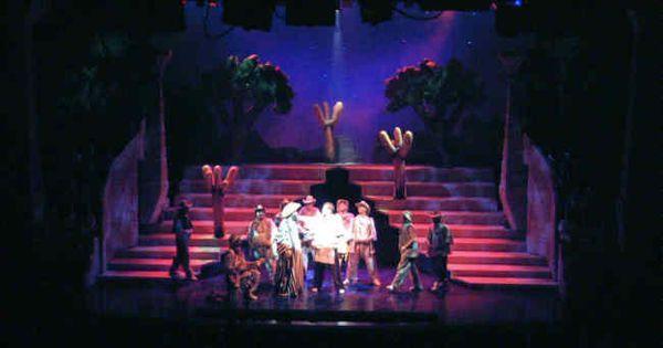 Joseph and the Amazi - Joseph and the Amazing Technicolor Dreamcoat. London West End (New London Theatre). Scenic design by Sean Cavanagh. --- #Theaterkompass #Theater #Theatre #Schauspiel #Tanztheater #Ballett #Oper #Musiktheater #Bühnenbau #Bühnenbild #Scénographie #Bühne #Stage #Set