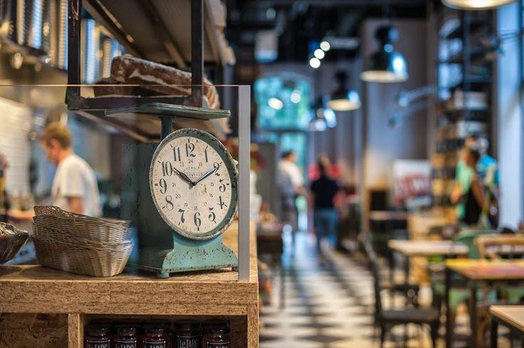 fot. Błażej Mroziński www.mrozinski.net.pl   www.le-targ.com   #letargbistro #interior #restaurant #cosy #beauty #beautiful #design #food #foodporn #yummy #starybrowar #poznan #lunch #dinner #perfect #place #decorations #lights #atmosphere #instafood #tables #chairs #eating #cuisine #stary #browar