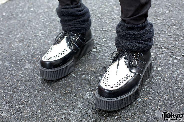 They do kinda look like these... don't they? http://www.attitudeholland.nl/haar/schoenen/creepers/creepers-hoog/creeper-m-2415-c2-met-stiksels-op-de-neus-zwart-wit-gothic-met/
