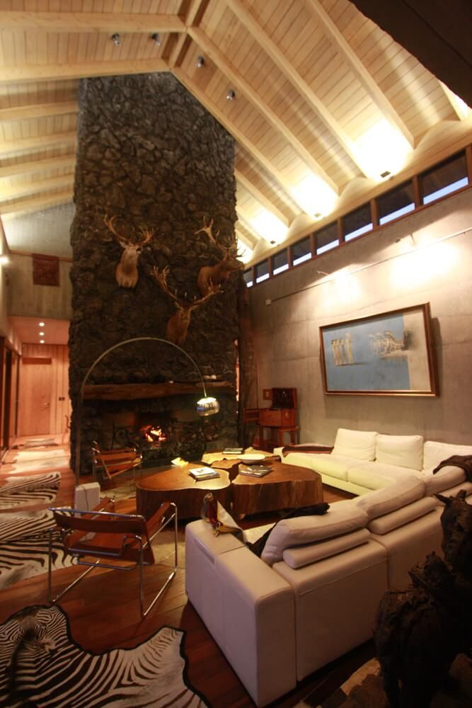 Holiday Home with Stunning Lake View in Chile - http://freshome.com/maiten-house/