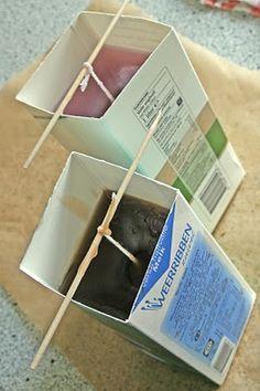 Zelf kaarsen maken- niet voor kleine kinderen. Als mal kun je ook papieren bekertjes gebruiken of plastic feestglazen