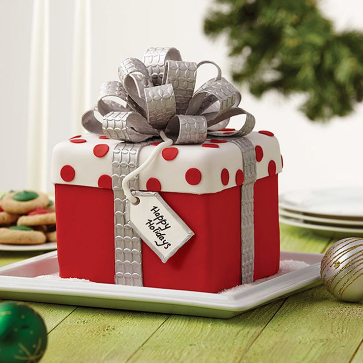 This adorable fondant cake is ready for giving or for any holiday celebration. Wouldn?t this gift box cake make a great hostess gift with its glimmering multi-loop bow?