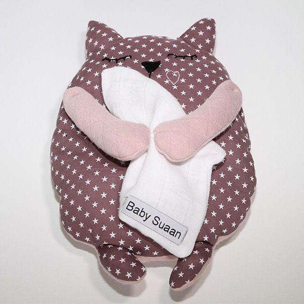 Peluche couleur parme avec pattes roses Baby-suaan coffret naissance fille