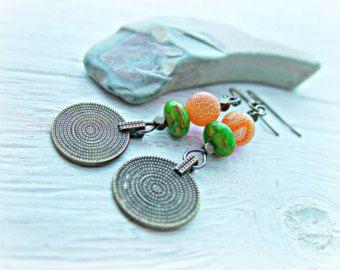 Boho roze oorbellen / Boho sieraden / Turkoois oorbellen / Hippie oorbellen / Boho Turquoise Earrings / Boho oranje oorbellen  Boho oranje / hippie handgemaakte draad gewikkeld oorbellen.  Lengte: 5,6 cm of 2,25 inches met inbegrip van oor draad