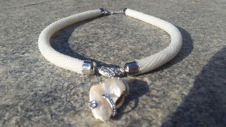 """Колье """"Необычная жемчужина"""" Как говорится только с крючка.только довязала и сразу к вам. Бисерный жгут и жемчужная подвеска.  Стоимость 25€ #новинка #колье #ручнаяработа #украшенияручнойработы #бисерныйжгут #жгутизбисера #жемчужныйкулон #жемчужина #кулон #подарок #длянее #длядевушек #handmade #necklace #handmadejewelry #handmadenecklace #pearl #beaded #christmasgift #gift #gifts #forher"""