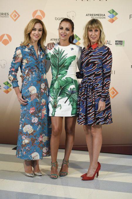 Marta Hazas de JV by Jorge Vázquez; Paula Echevarría de Dolce & Gabbana; y Cecilia Freire de Dolores Promesas Pre-Fall.