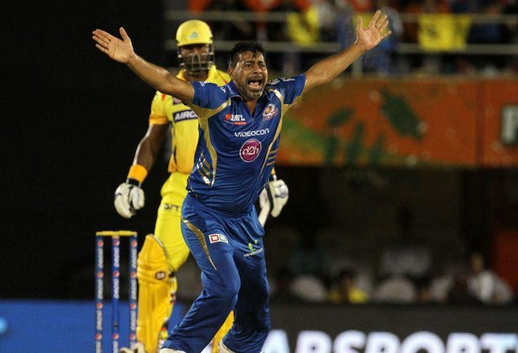 Michael Hussey and Praveen Kumar shown exit door by Mumbai Indians