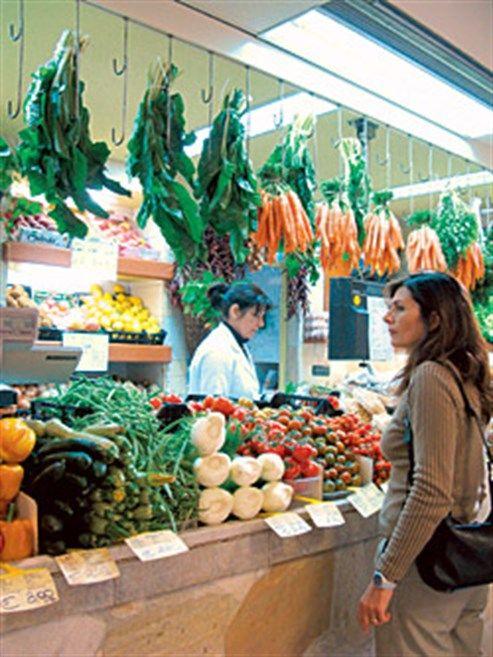 Der sardische Mercato San Benedetto in Cagliari ist der größte bedeckte Markt Italiens - Sein Sortiment liest sich wie das Register eines sardischen Kochbuches