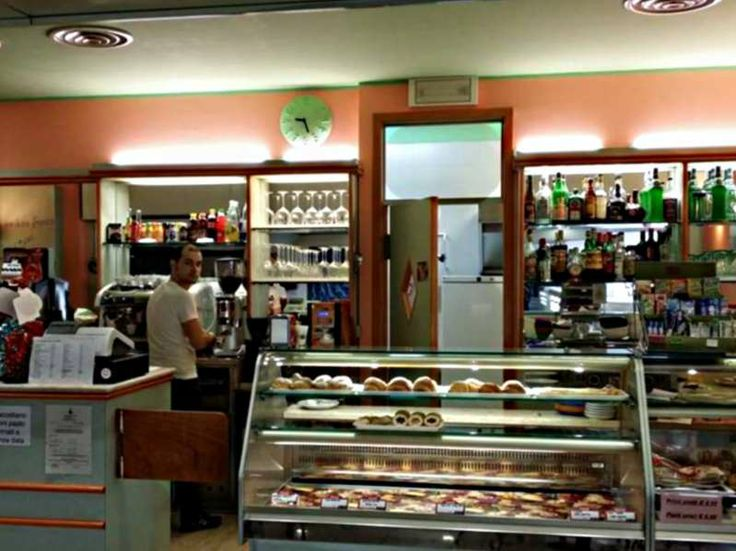 Maxi Bar - Orari: Lun-Sab 9.00-20.00 - Massimiliano, Andrea, Davide e Laura sanno come rendere speciali i tuoi momenti al Maxi Bar, dal coffee-breack alla pausa pranzo all'happy hour, grazie a una cucina di varietà e qualità, un servizio sempre impeccabile e naturalmente tanta passione. #bar #rovigo