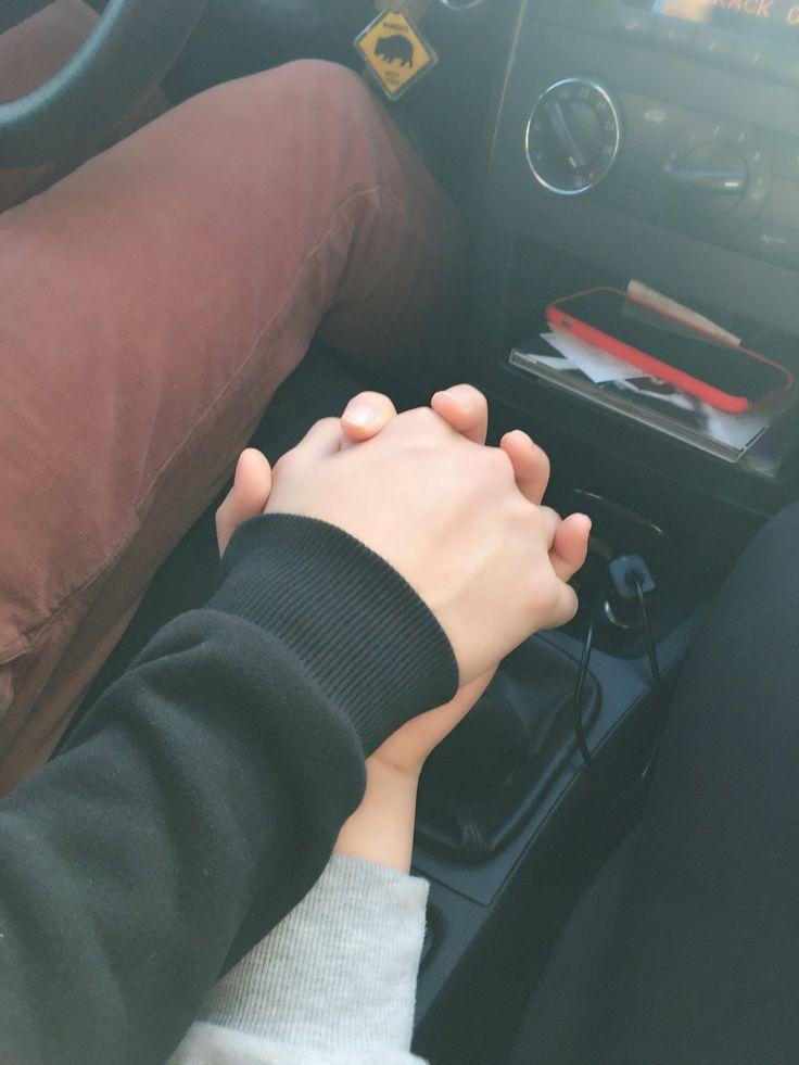 Картинки держащихся рук в машине