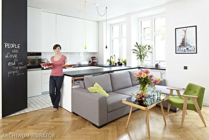 Skandynawska kuchnia z salonem: wnętrze perfekcyjnie zorganizowane - Urzadzamy.pl