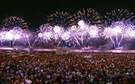 Jornal Hoje - RJ tem 16 minutos de queima de fogos na maior festa de réveillon do planeta   globo.tv