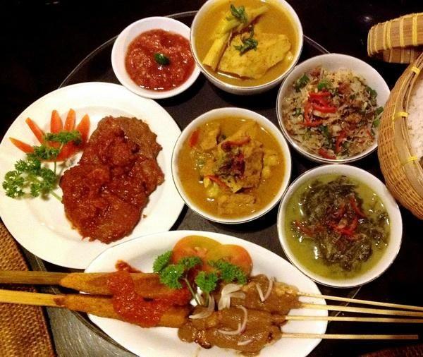 Sasak Rijsttafel - a great introduction into the local cuisine!
