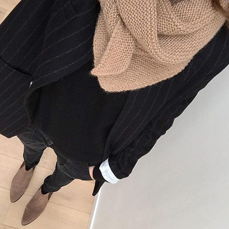 Anaïk sur Instagram: Camel & Noir #ootd Manteau #trenchandcoat • pull #laredoute (old) • pantalon #sally #bash • boots #sarenza (soldes, lien sur le blog au cas où) • #trendychale Merci beaucoup pour tous vos conseils sur la précédente photo