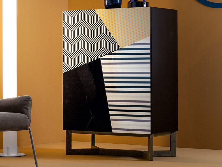Bonaldo Doppler Cabinet by Giuseppe Viganò - Chaplins | Materiaal: massief hout Afmetingen: H128xB90xD48 | Prijs: € 2.838,00 | het is een speelse kast met vier verschillende vlakken met vier verschillende printjes, waardoor het een unieke uitstraling krijgt. |  https://www.puurdesign.nu/doppler-buffetkast-bonaldo