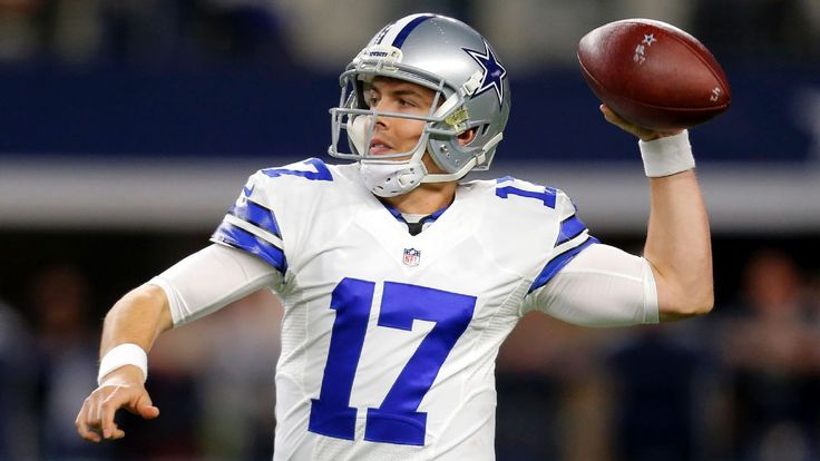 Cowboys receivers getting used to Kellen Moore's lefty spin