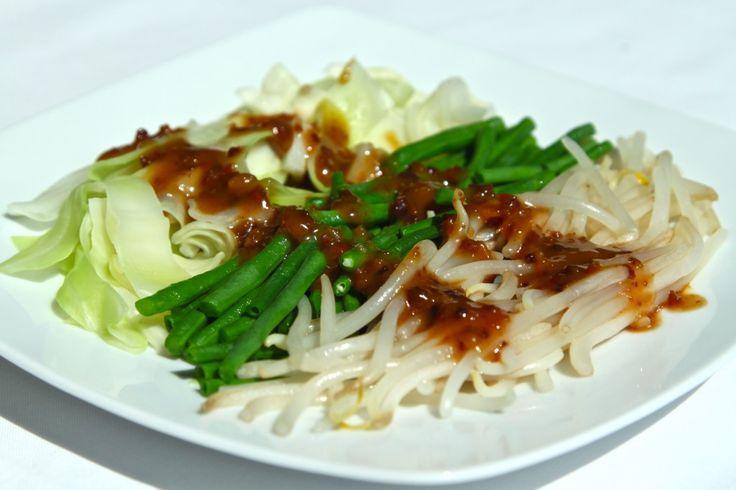 Petjel - groente gerecht met pikante pindasaus