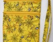 Sac bandoulière 2 poches, motifs petites araignées noires sur fond jaune : Sacs bandoulière par jossi-creations