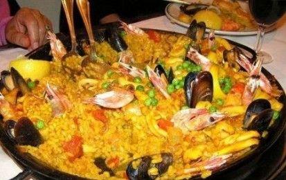 Paella dietetica - Oggi prepariamo un piatto spettacolare tipico della Spagna che riempie gli occhi e soddisfa lo stomaco senza essere trasgressivo dei principi della dietetica, la paella.