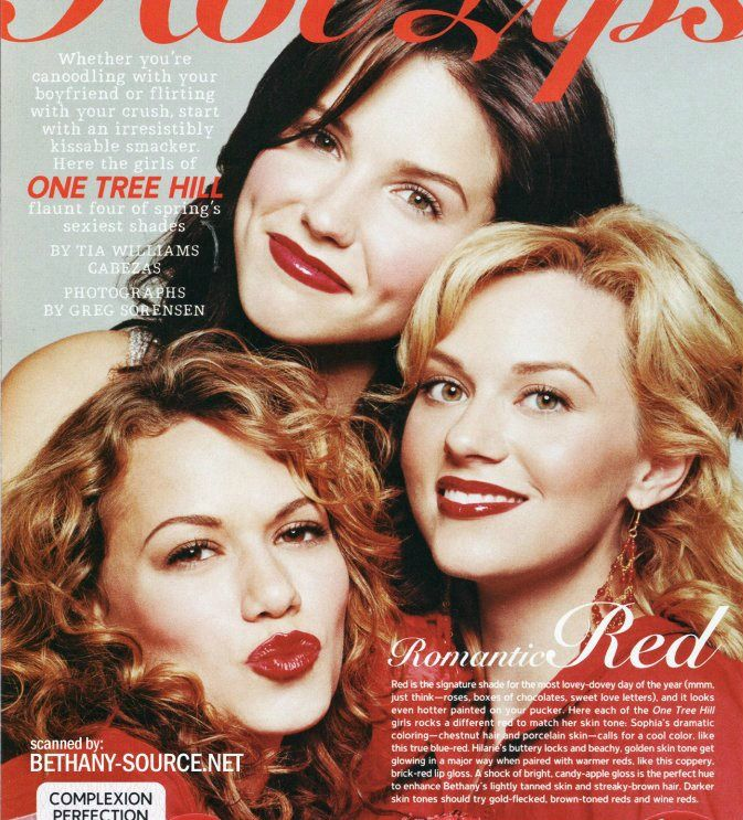 One Tree Hill - Brooke Davis (Sophia Bush) and Peyton Sawyer (Hilarie Burton) & Haley James Scott (Bethany Joy Lenz)