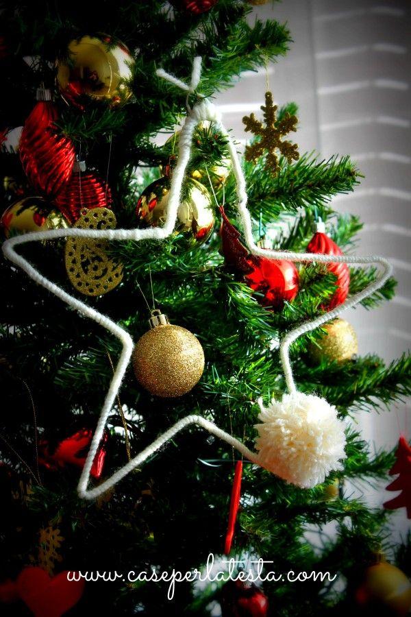 Decorazione con la lana (e riciclando una gruccia) * Yarn and wire decoration