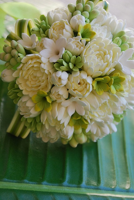 Pikake's smell sooooooo good. A floral arrangement like this would fill your home with the most amazing wonder fragrance.