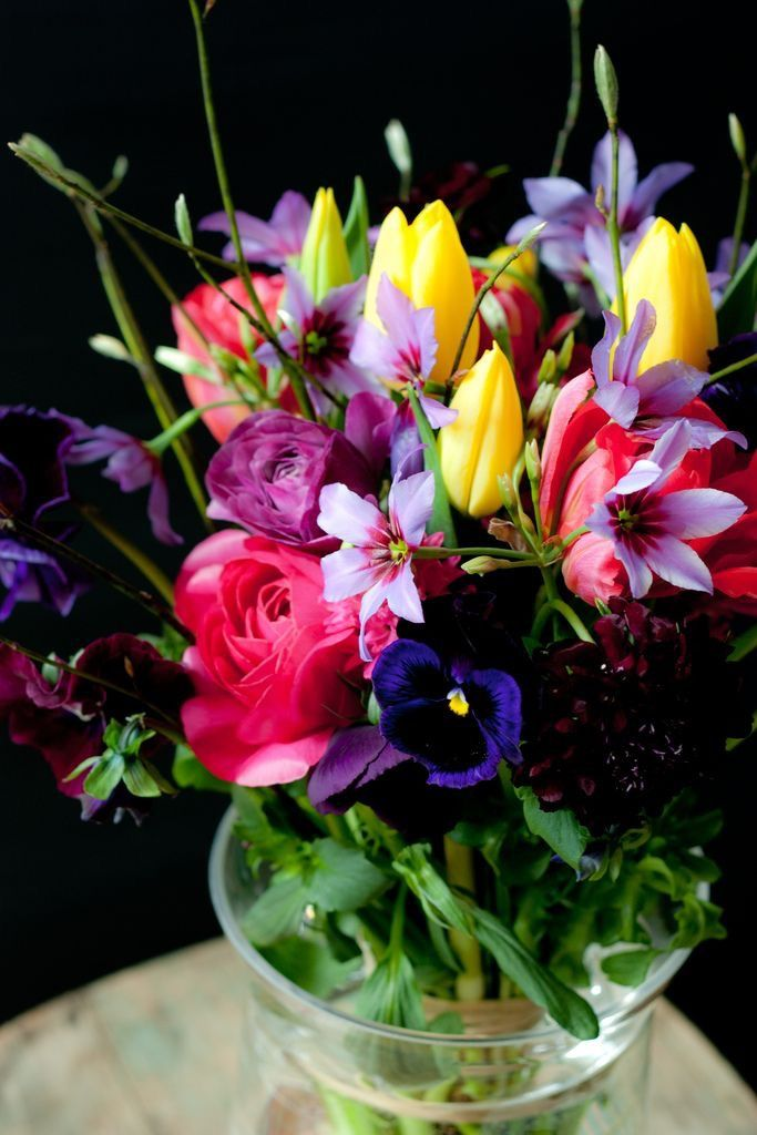 Let us choose a beautiful selection of the day's best flowers for your mum. We promise it will be beautiful...Only the best for mum!  #mothersday #mum #flowers #sydneyflorist #loveyoumum