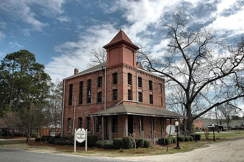 nashville-ga-berrien-county-old-jail-housesmall-southern-town-pic.