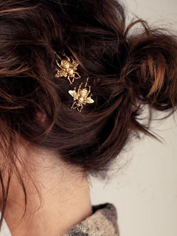 Gold Bee Bobby Pins Set of 2/Bumble Bee Hair Pin/Gold Bee Hair Accessory/Bee Hair Clip/Gold Bee HairPin/Bees/Gold & Dainty/ Wedding Jewelry