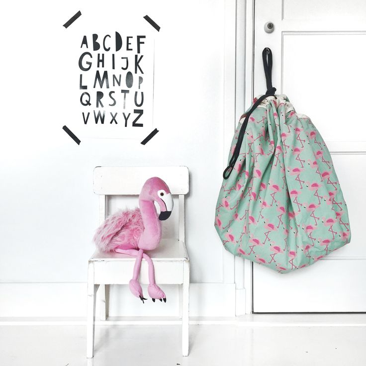 ⓕ is for ⓕⓛⓐⓜⓘⓝⓖⓞ Limited edition! Totally in love with this print! ♡♡♡ Super gave opbergzak-en-speelmat-in-1 met flamingoprint. www.woodkidz.nl