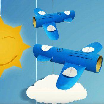 Avión con rollos de papel. Juguetes reciclados para niños